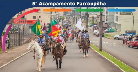 Desfile farroupilha contou com a participação de 295 cavaleiros