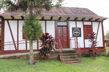 Casa enxaimel na propriedade abriga a Casa de Carnes. Foto: Paulo Sérgio Rosa